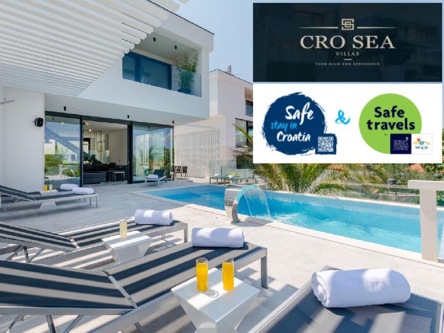 Luxury Villa Pax with heated infinity pool